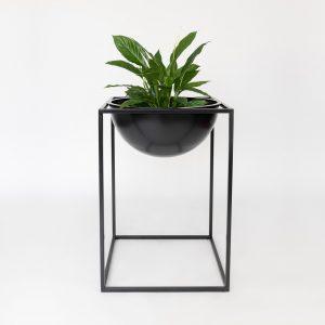 NOBL design vaas met plant standaard voor binnen op witte achtergrond