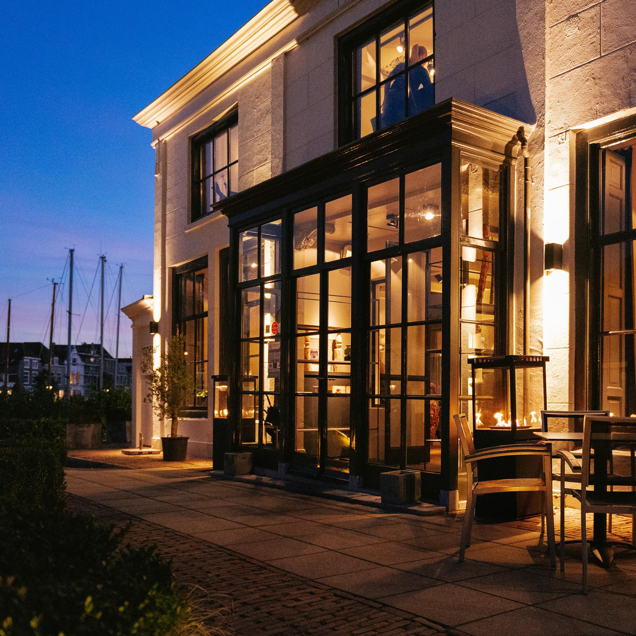 Marino terrashaard op het terras bij Restaurant De Werf in Veere, Nederland