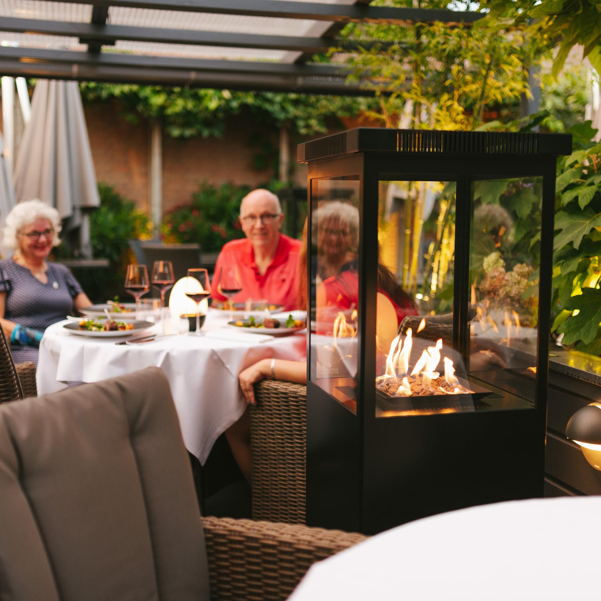 Sunwood Marino Original Jet Black Buitenhaard op het terras bij Restaurant O&O