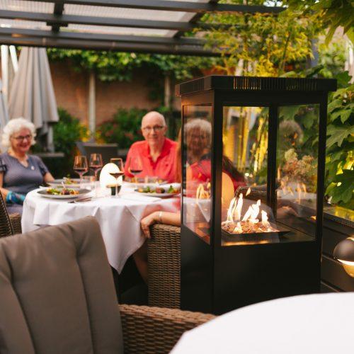 Marino Original Jet Black Buitenhaard op het terras van Restaurant O&O