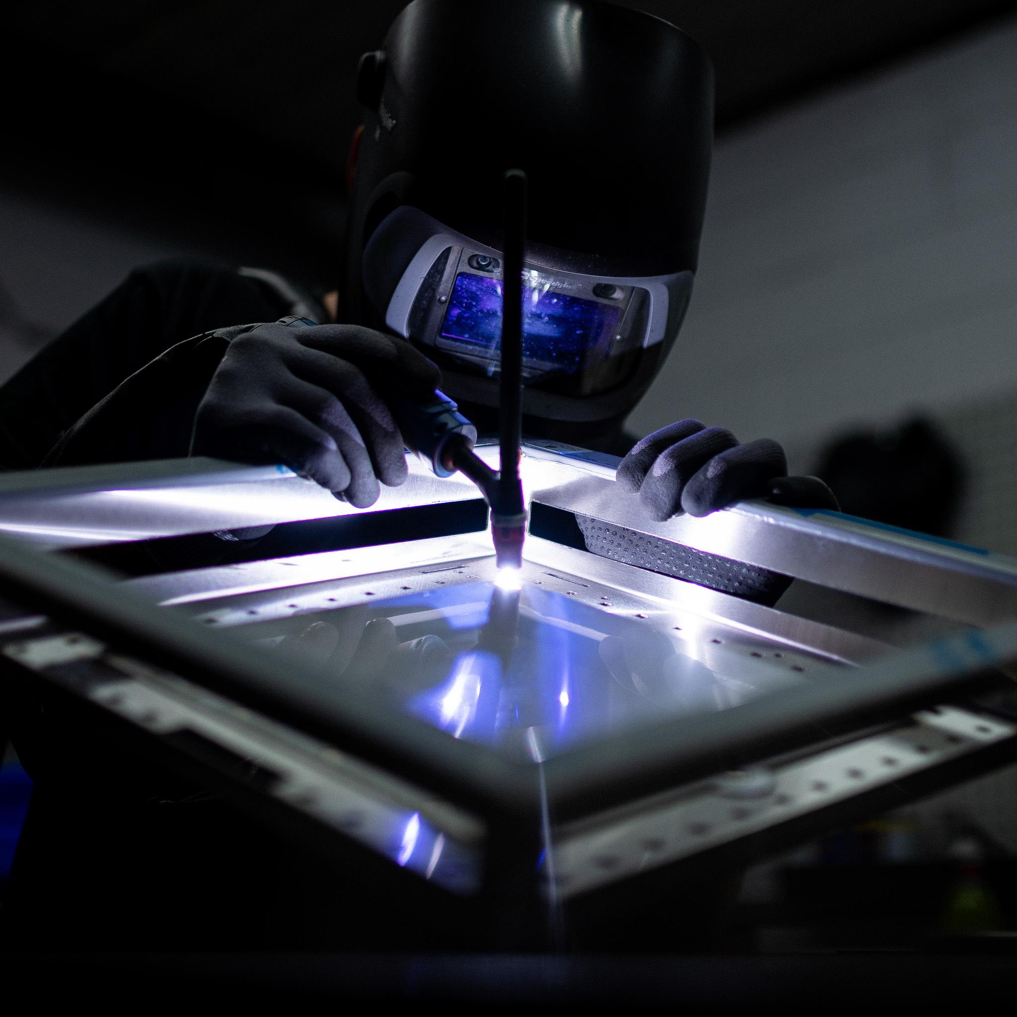 Laswerk van de Flamecore® Inbouwbrander in de werkplaats van Sunwood in Nederland
